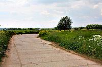 Состояние бетонной трассы по дороге к коттеджному посёлку.