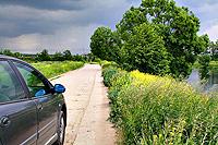 Дорога к коттеджному посёлку. До коттеджного участка 1 км.